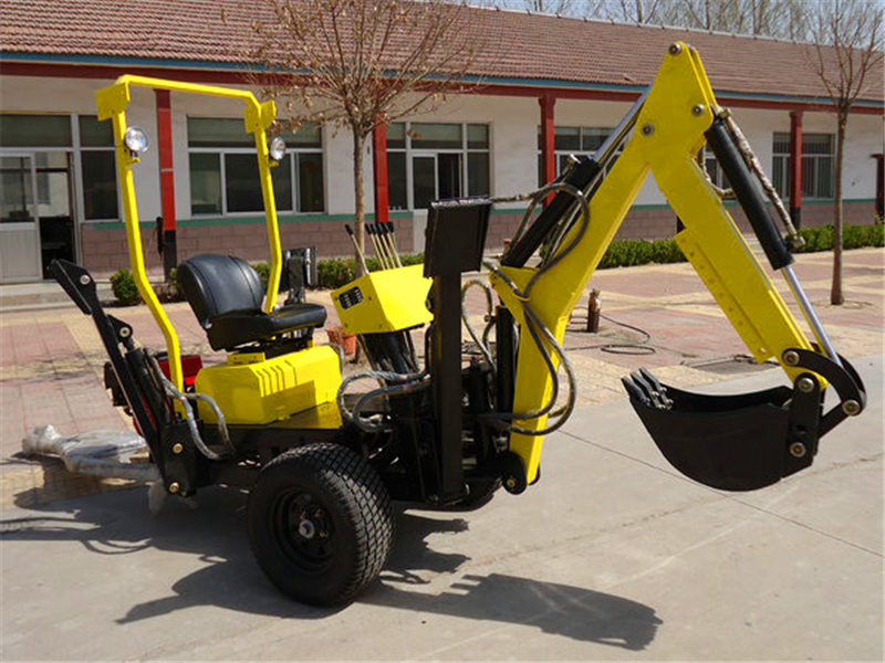 13HP Towable Backhoe
