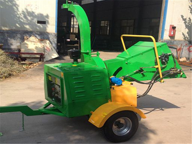 Wood Chipper with Diesel Engine