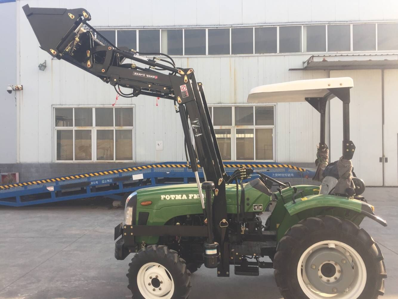 FM304T tractor with front end loader